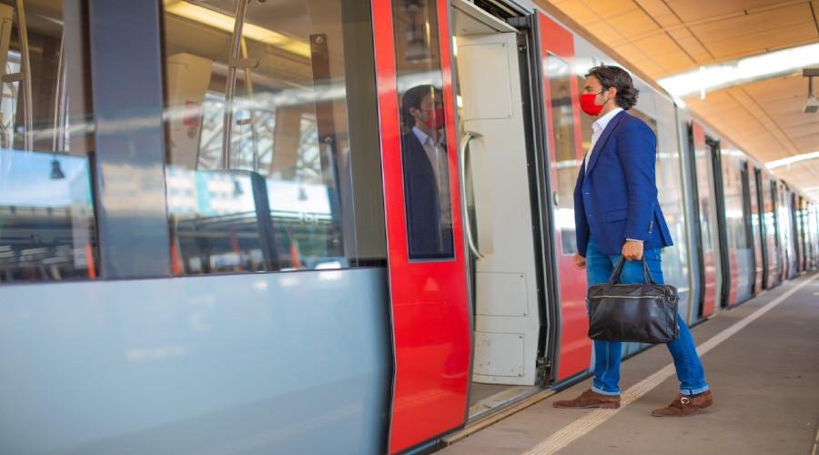 Man aangehouden voor dreigen met bom in metro Rotterdam