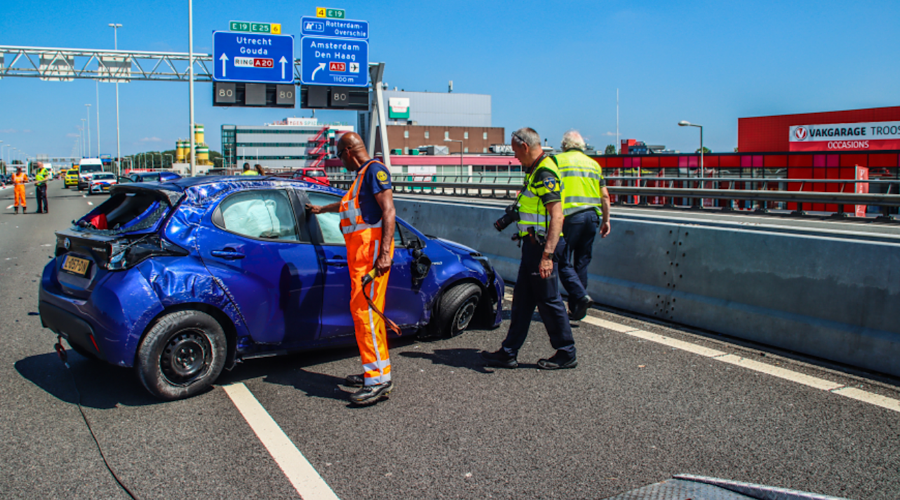 Veel schade bij ongeluk op A20