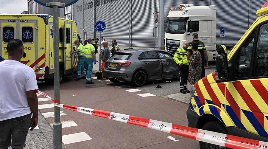 Scooterrijder zwaargewond; automobilist onder invloed