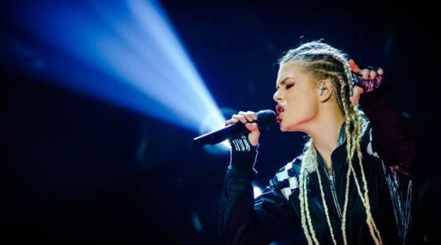 Ook Davina Michelle treedt op tijdens het Songfestival