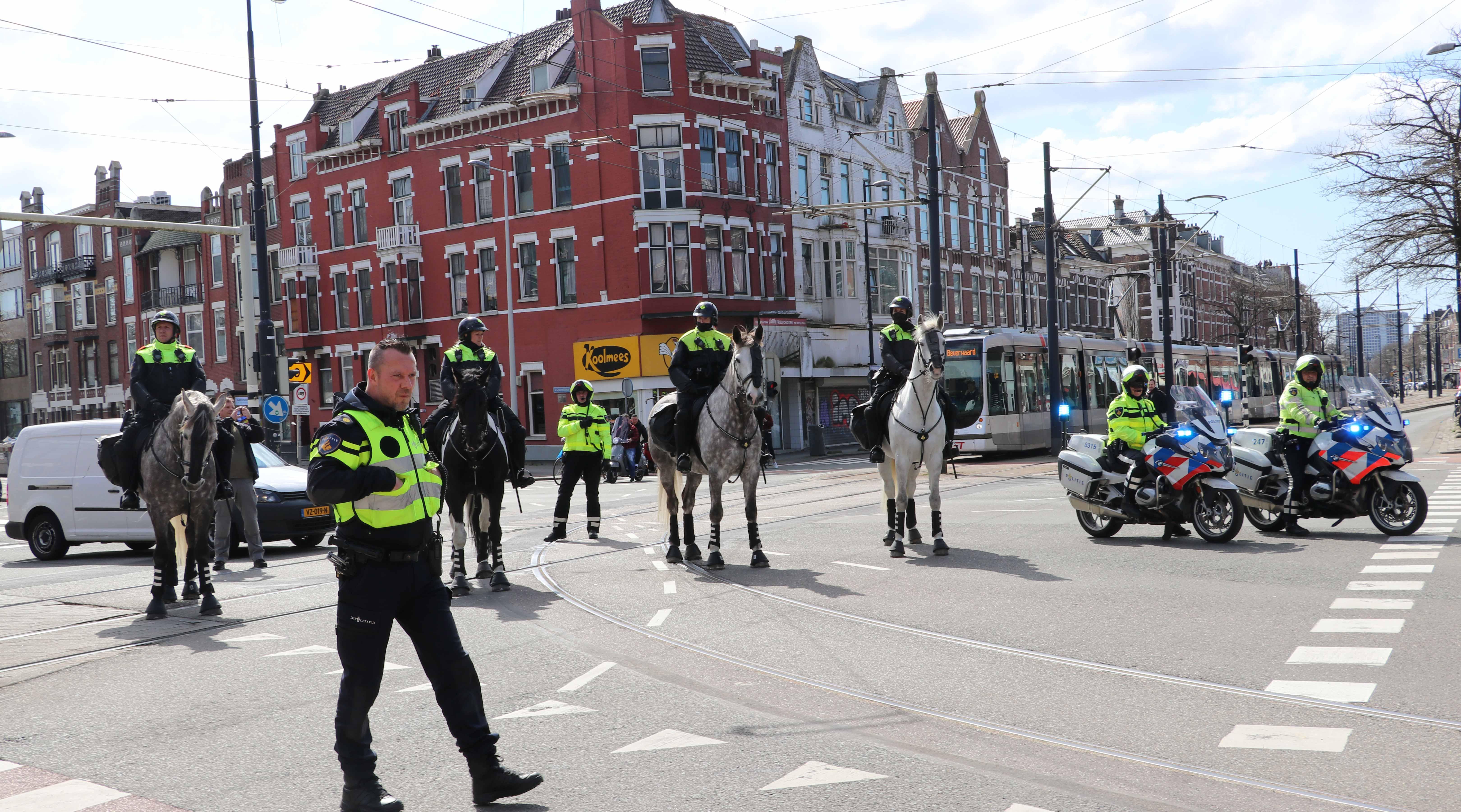 Politie controleert demonstratie in Rotterdam