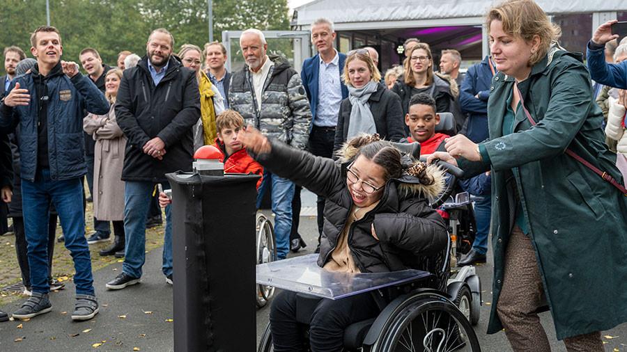 1e paal nieuw onderwijs- en revalidatiecentrum in Schiebroek