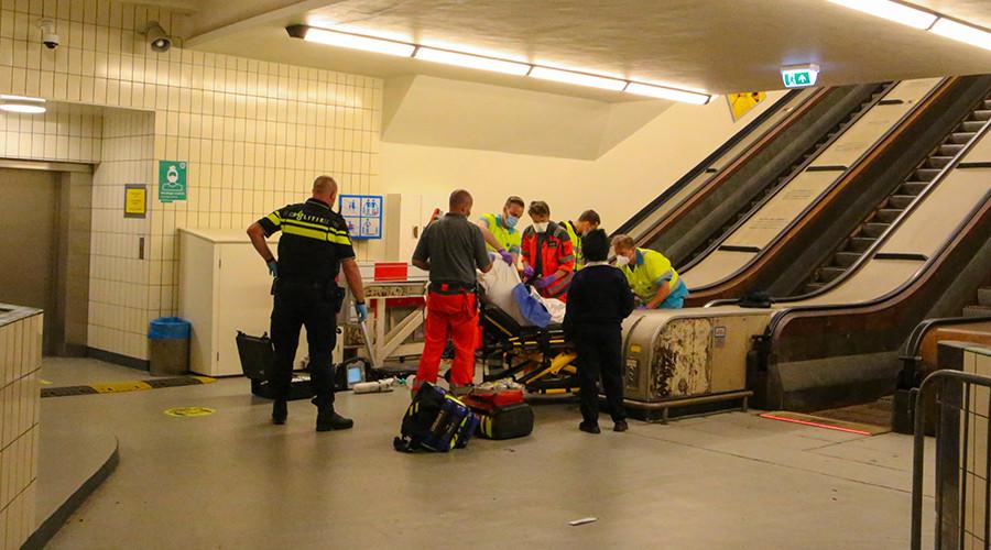 Man valt van roltrap en raakt zwaargewond in Maastunnel