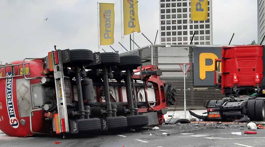 Ernstig ongeval tussen vrachtwagen en tankwagen