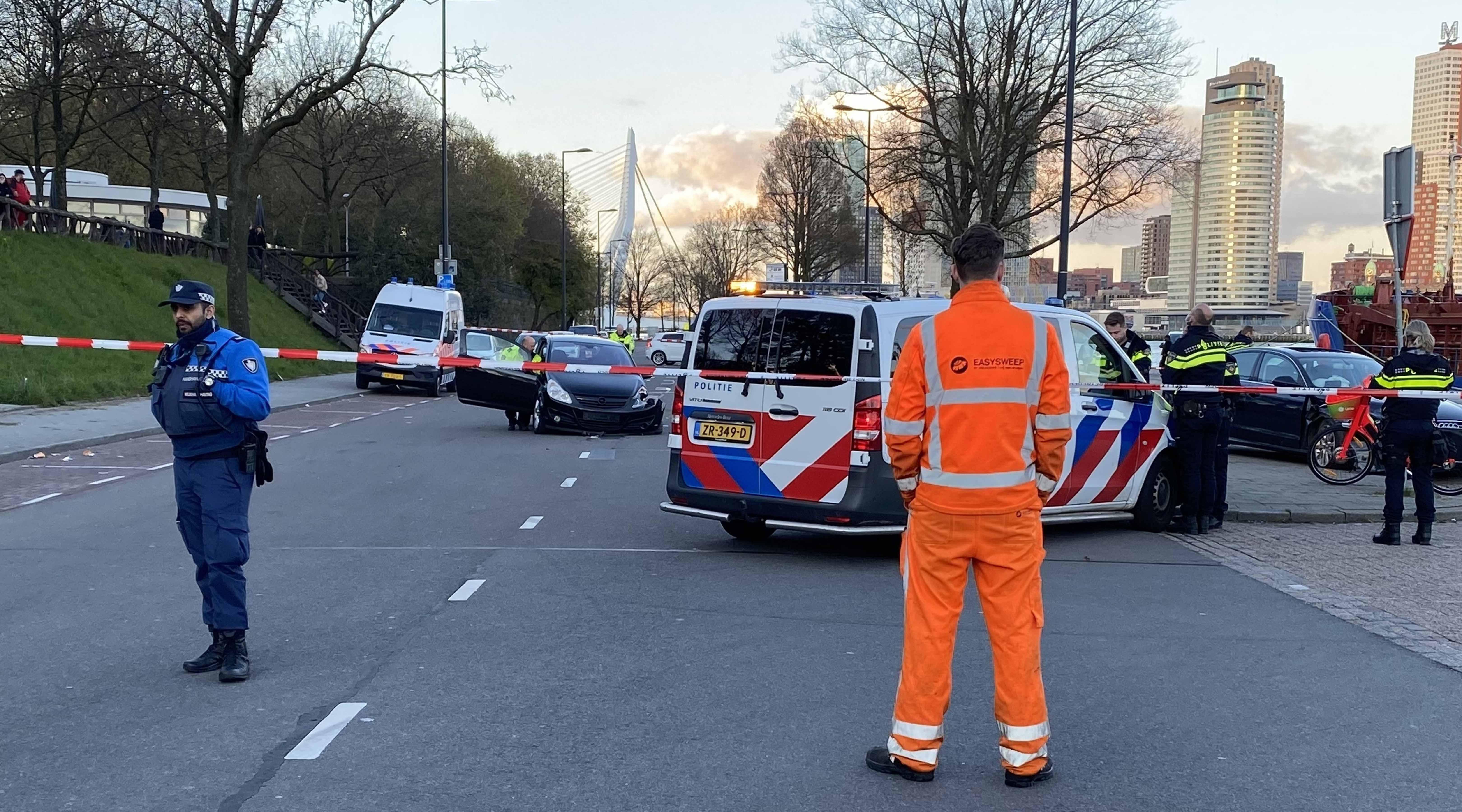 Ongeval met auto's op Parkkade; politie denkt aan straatrace