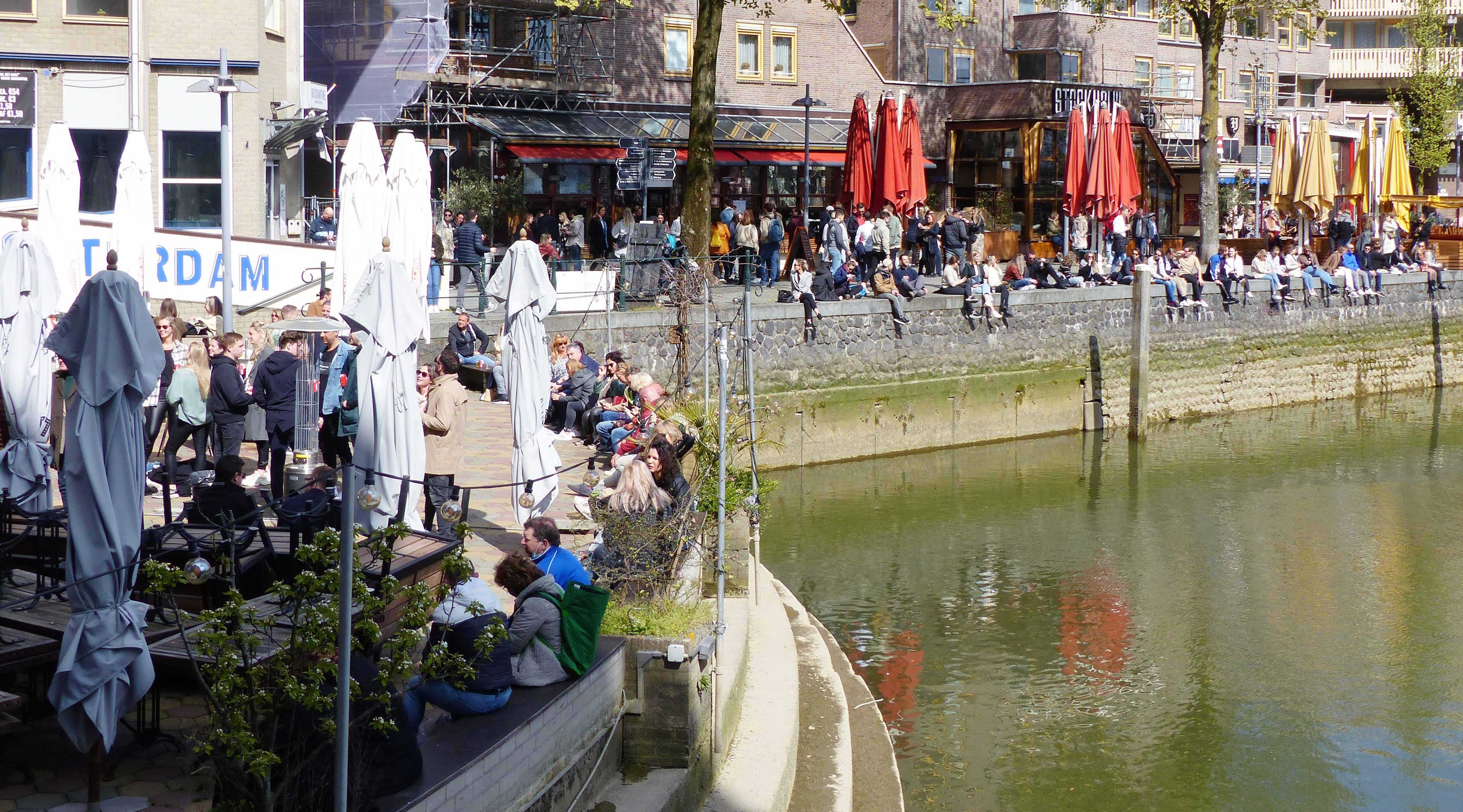 Drukte op zaterdag in het Oude Havengebied; even genieten!