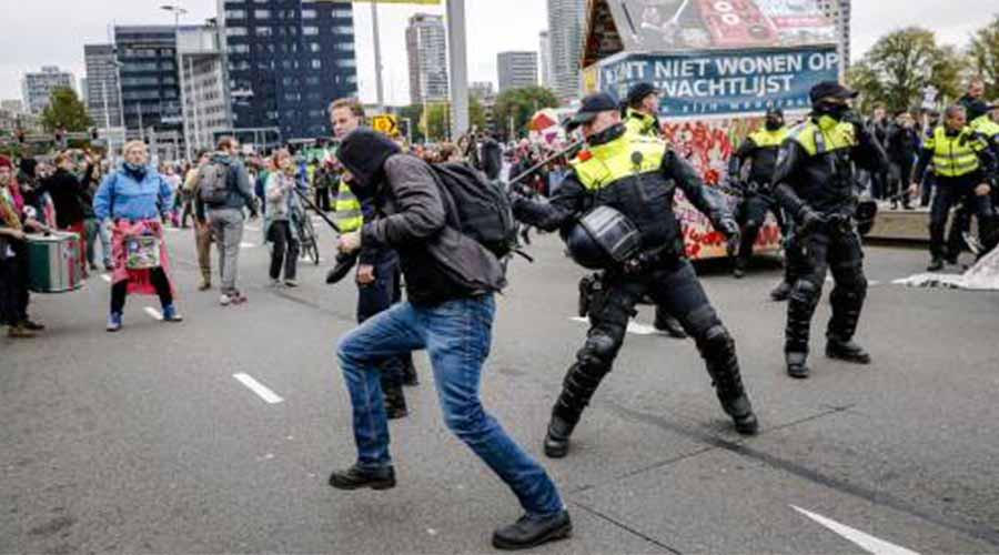 Demonstratie in Rotterdam escaleert; politie grijpt in