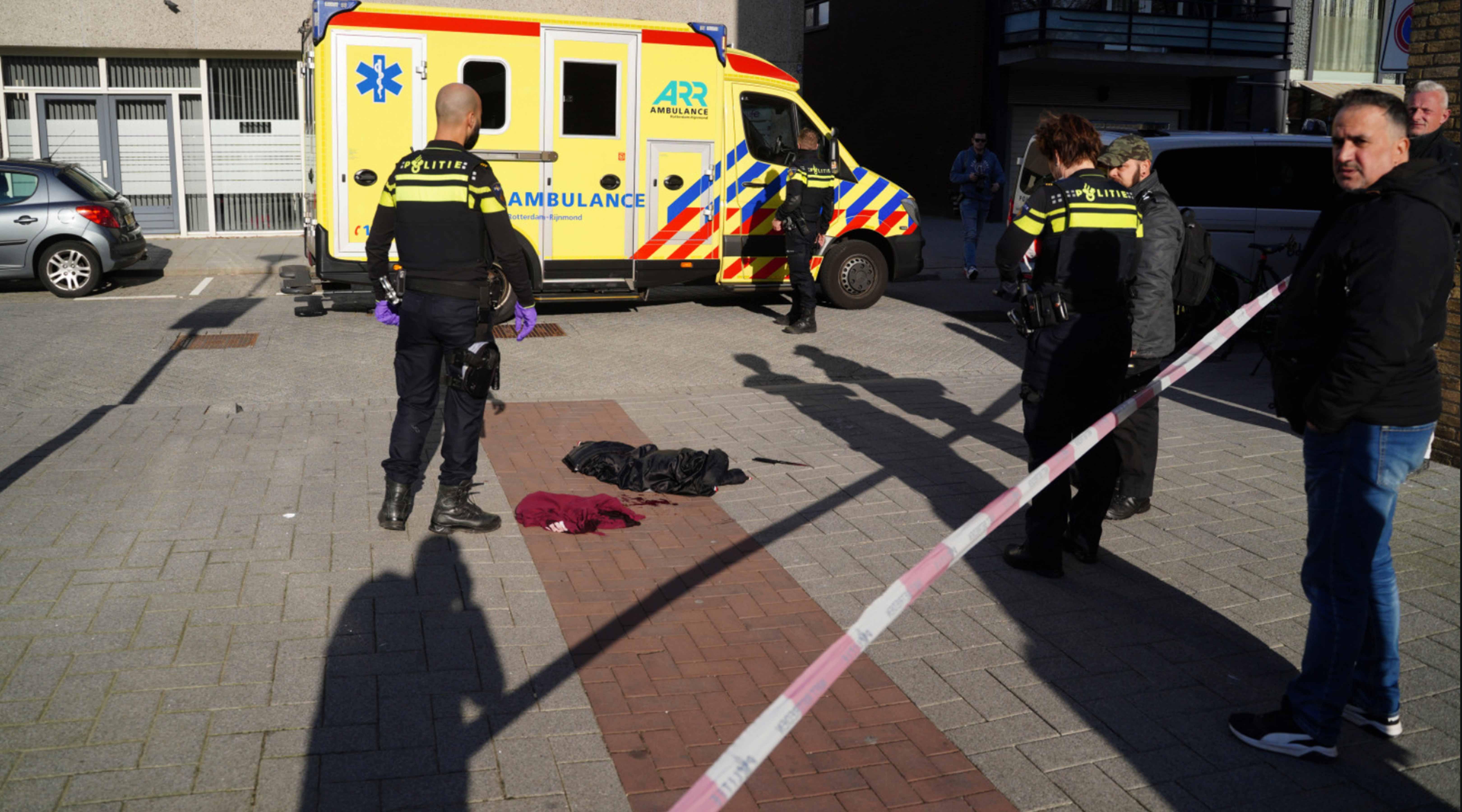 Man zwaargewond na steekpartij in Rinze Koopmansstraat