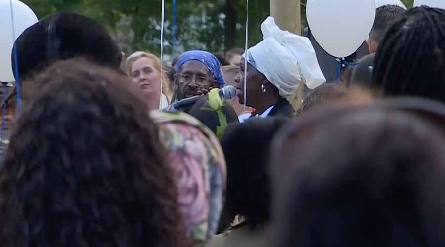 Rotterdam in tranen; honderden bijeen voor Joshua (15)