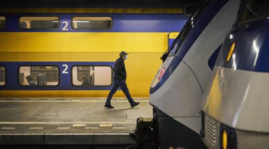 Trein in Rotterdam stilgezet om man met wapen