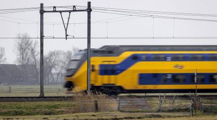 Passagiers geëvacueerd na brand in trein bij 's-Gravendeel