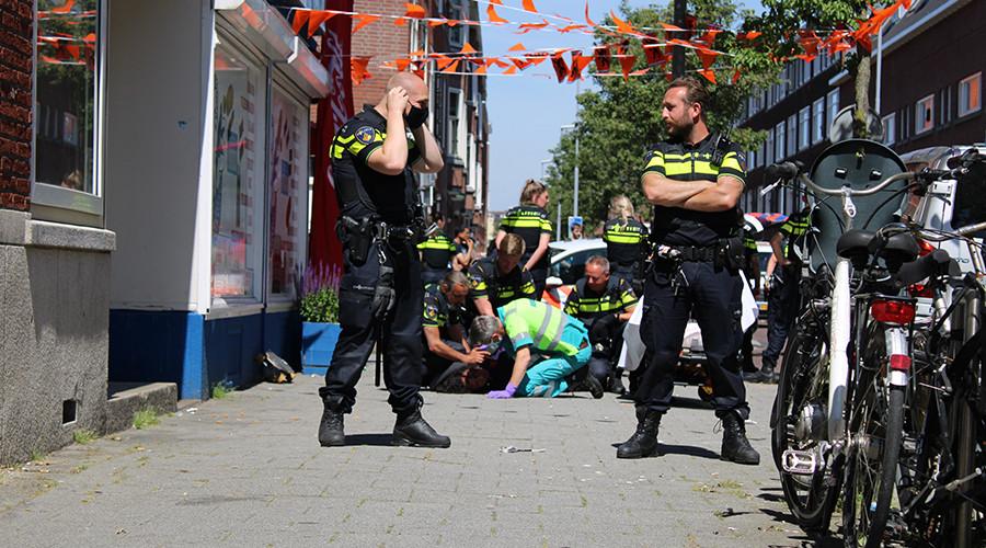 Politie haalt verwarde man van straat op Rotterdam-Zuid
