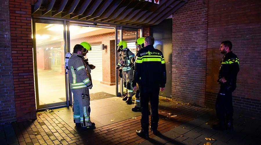 Vuurwerk zet oude supermarkt vol rook in Hoogvliet