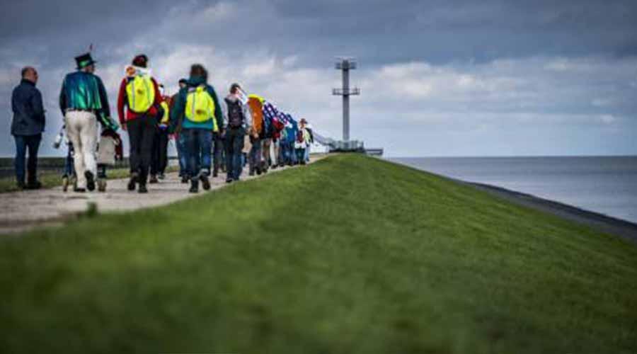 Wandelaars klimaattocht eindigen in Rotterdam